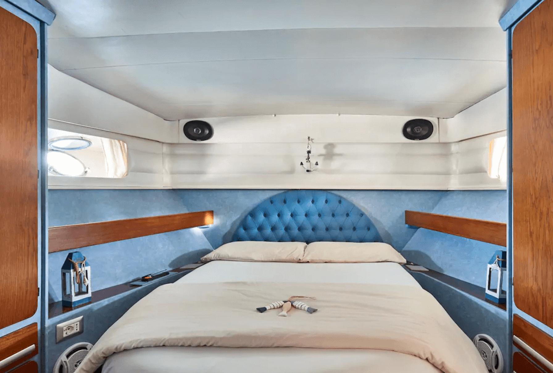 an image of an boat airbnb in Lake Como, Italy