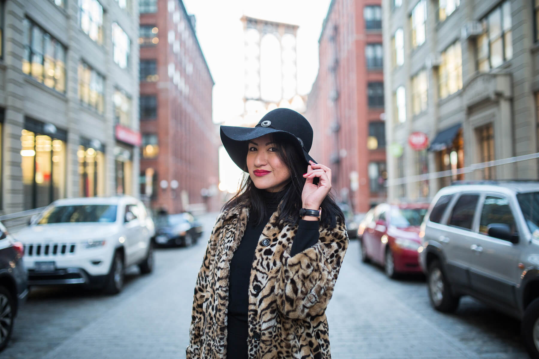 woman solo traveller in New York City wearing a hat