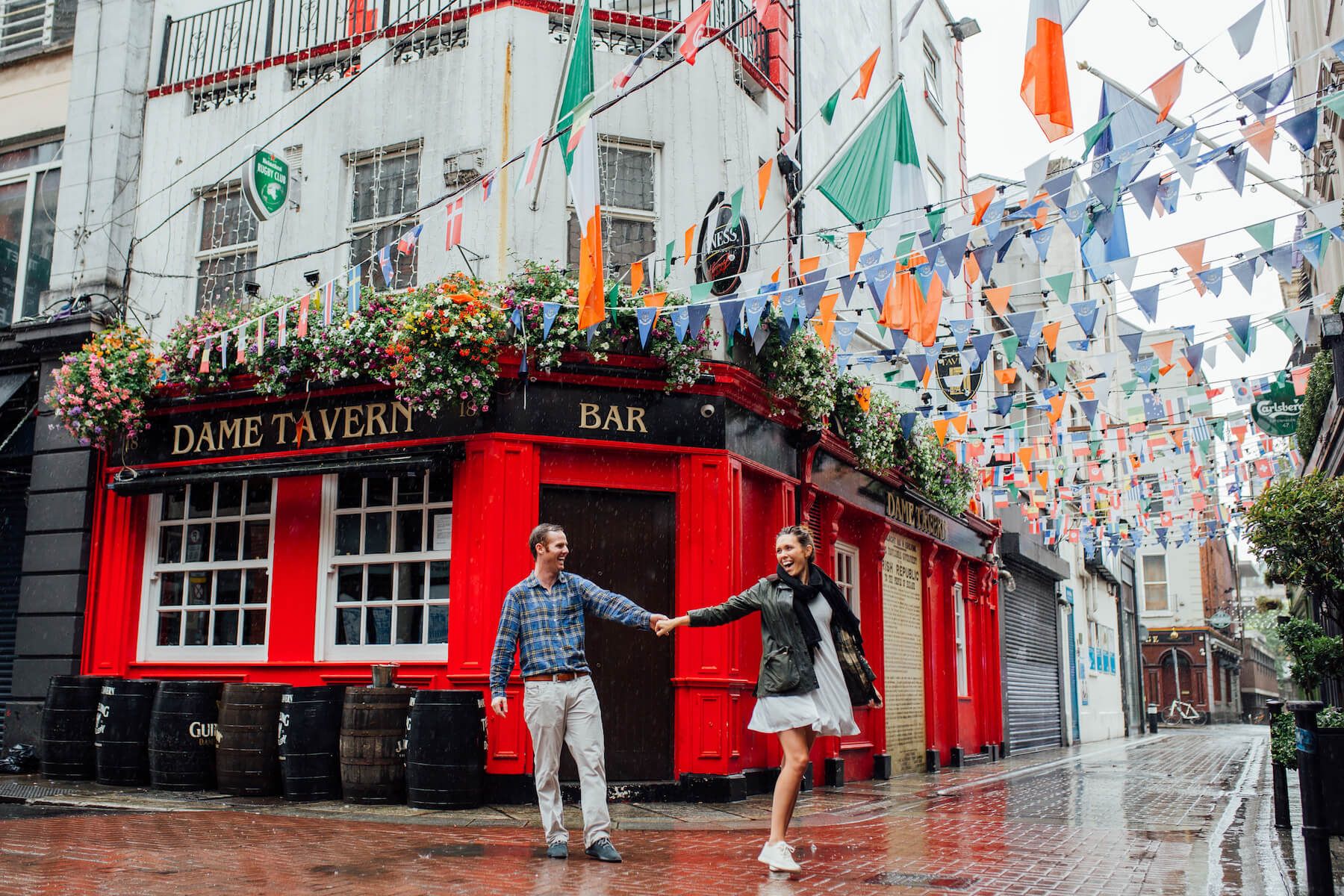 couple dancing in the streets in front of a pub in Dublin, Ireland