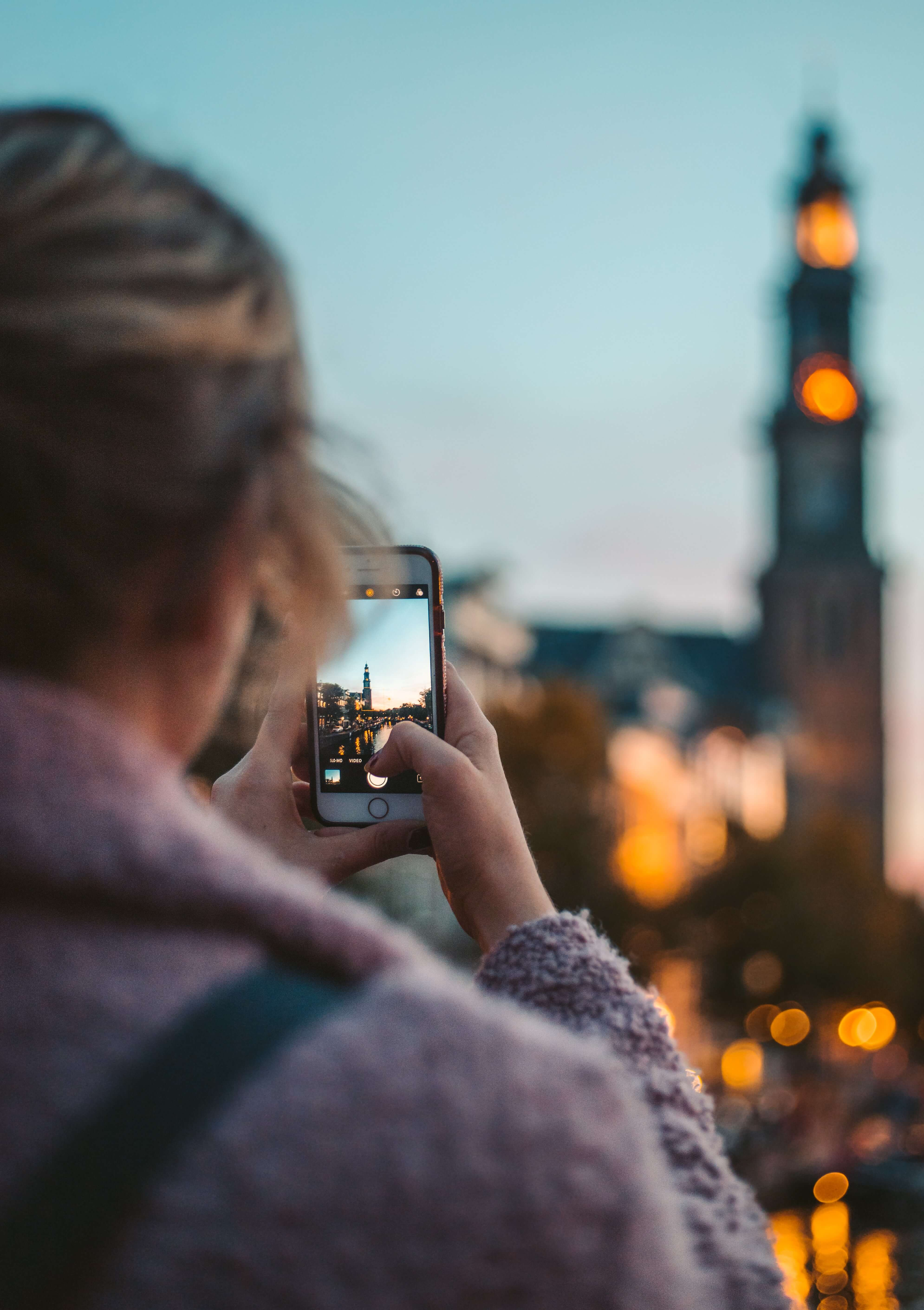 The perfect gift newly wed gift: iPhone photography course from Flytographer