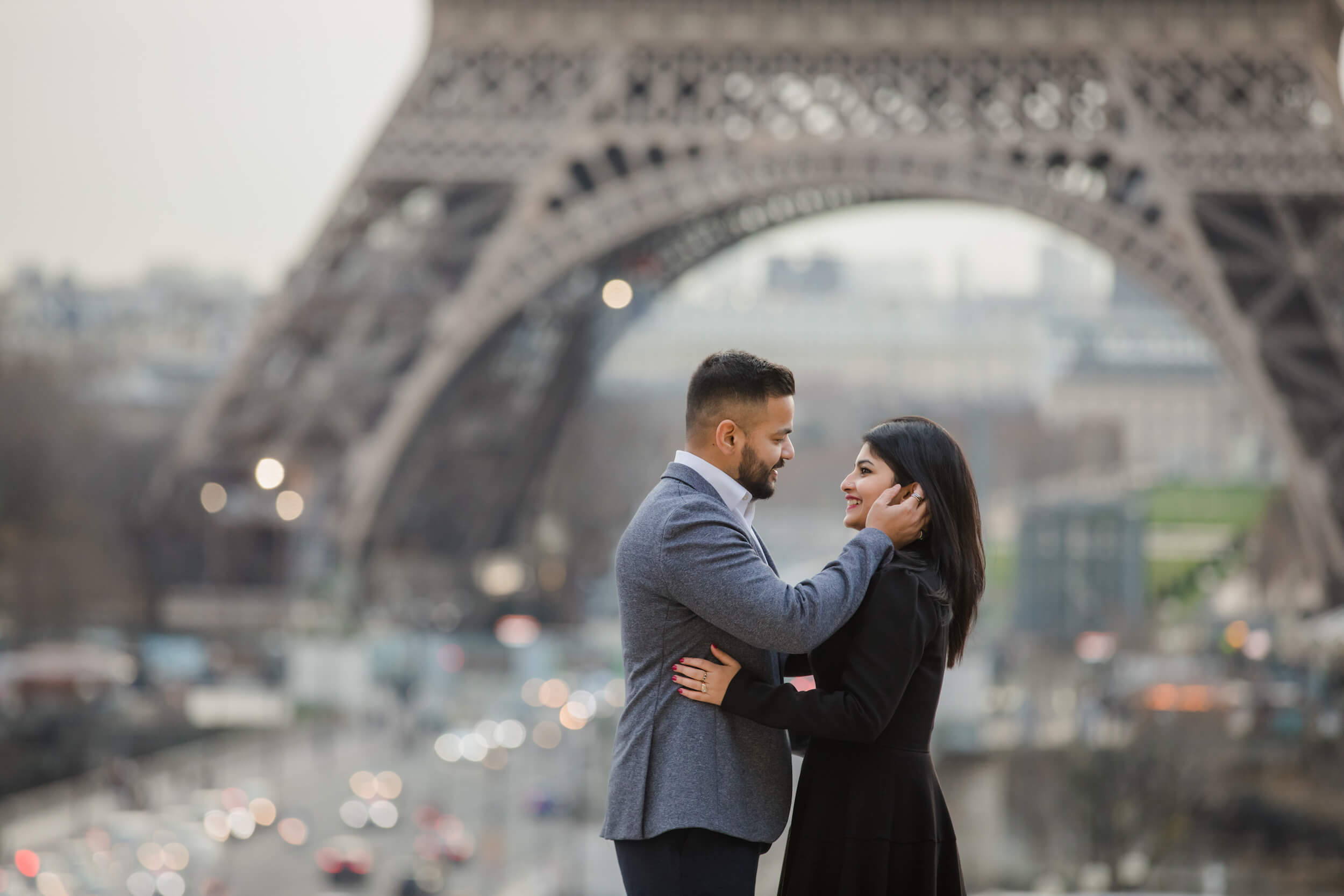romantic couple photo shoot in paris captured by flytgrapher