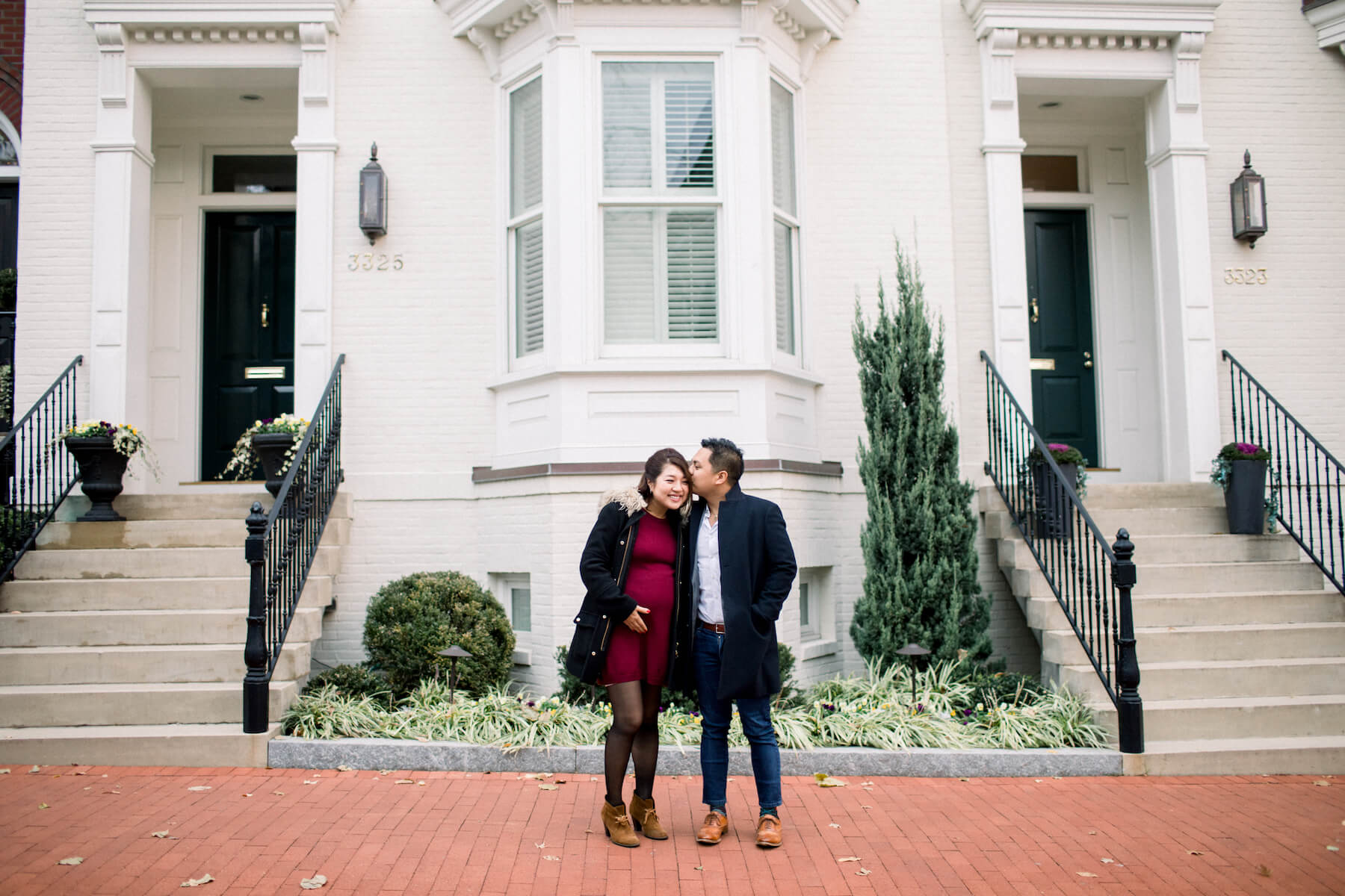 Couple pose in front of a building in Washington DC on a couple photoshoot with Flytographer.